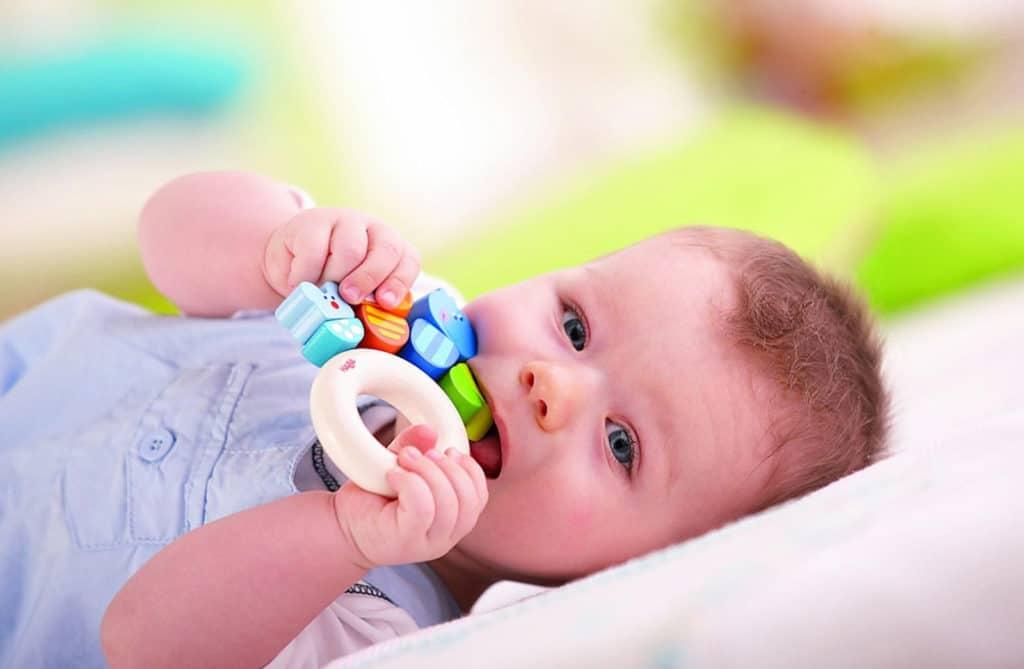 Выбор прорезывателей для детских молочных зубов