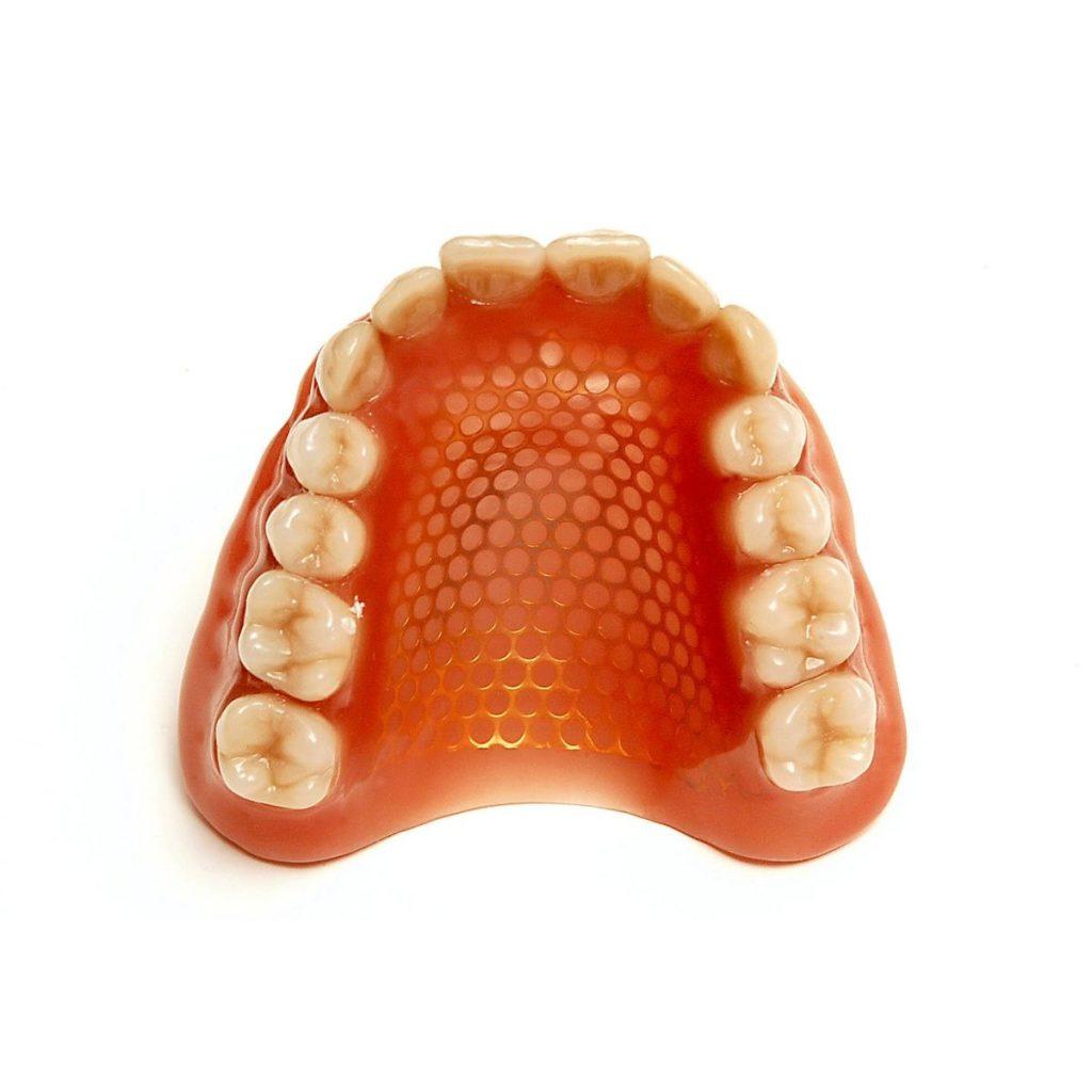 Когда нужно армировать зубной протез?