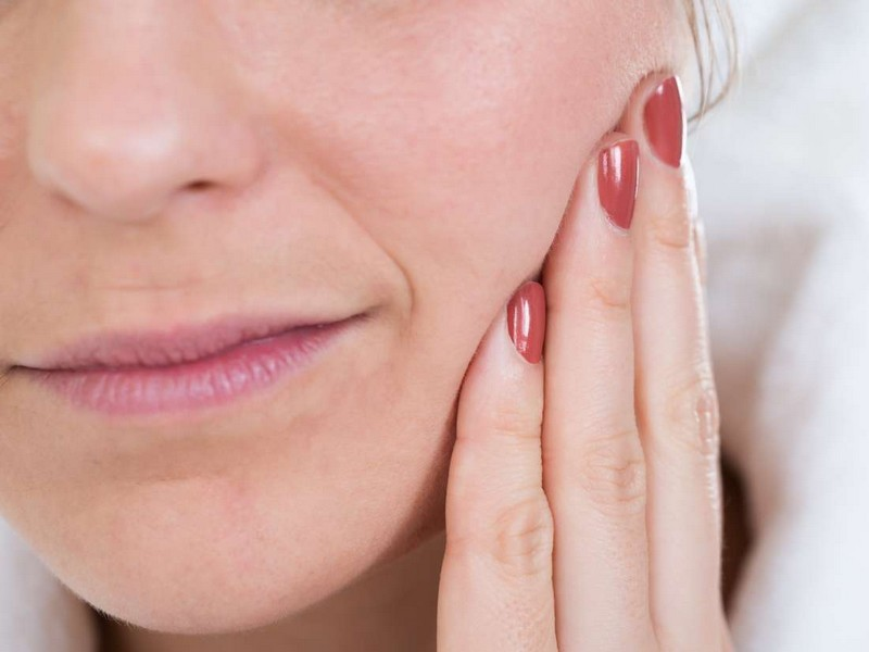 Признаки и причины отторжения зубного импланта