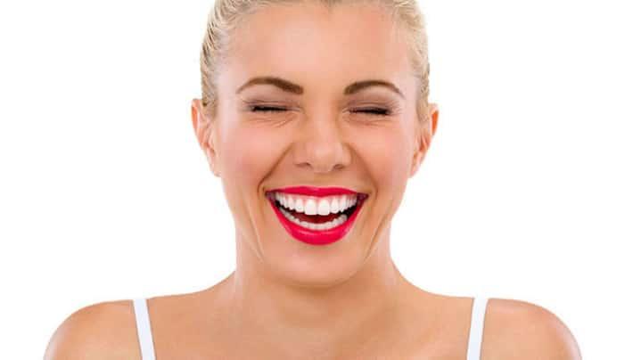 Чистка и отбеливание зубов по системе Air Flow