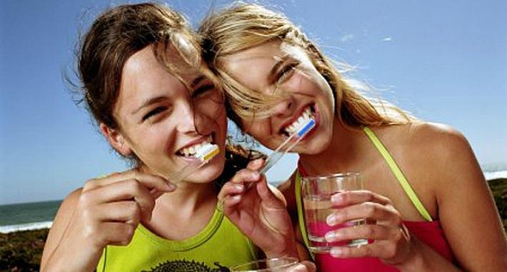 Чистка зубов солью в домашних условиях