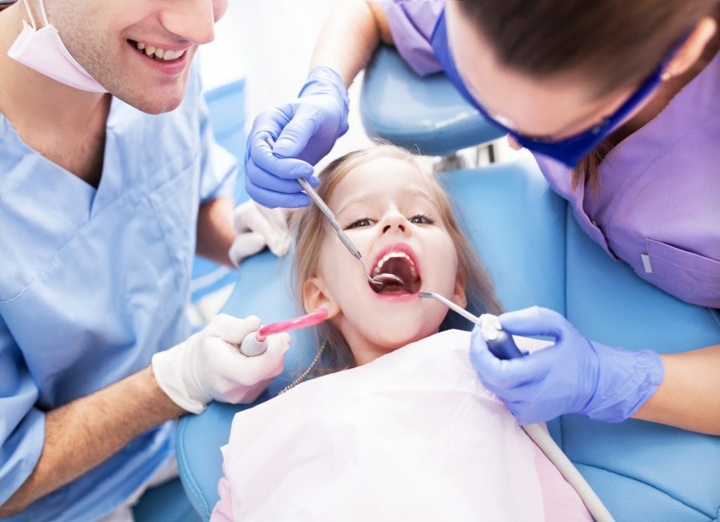 Какое отбеливание зубов можно делать детям