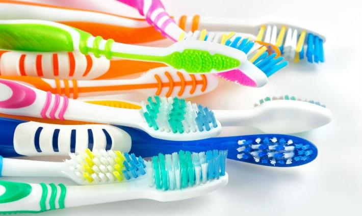 Множество зубных щеток