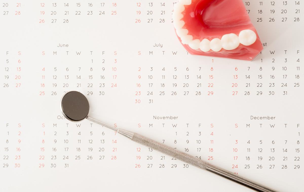 Календарь протезирования зубов