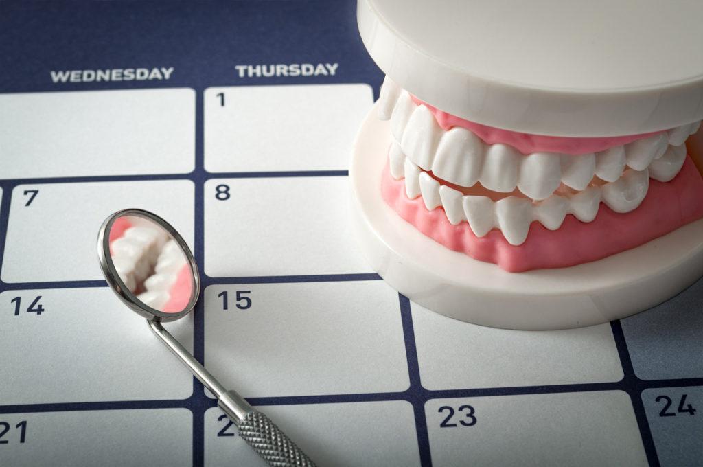 Сколько времени занимает имплантация зубов?