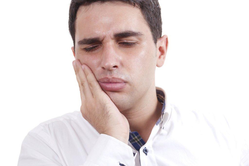 Что делать когда зубной протез натирает щеки и губы