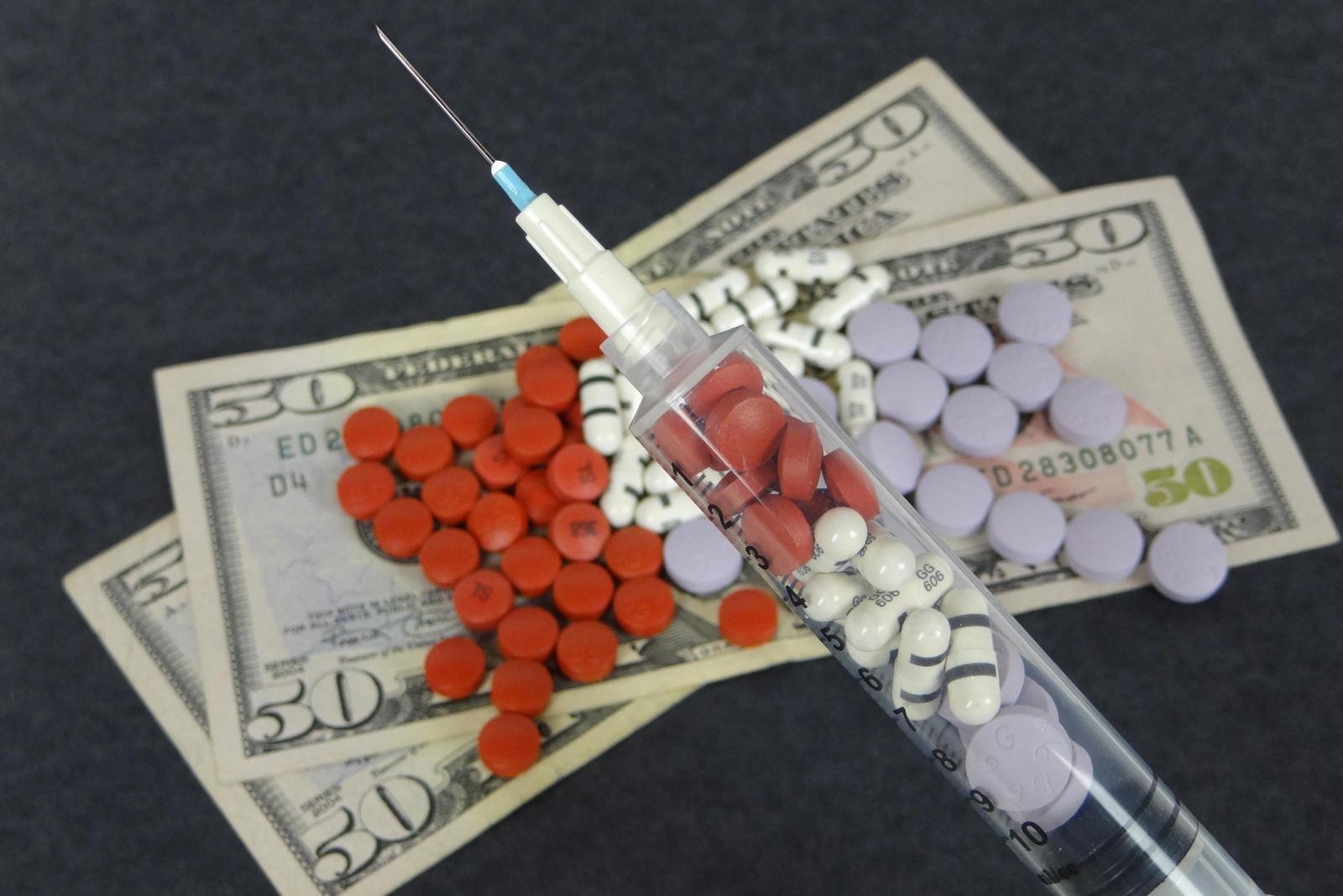 Медикаменты на деньгах
