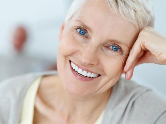 Нужно ли снимать зубной протез ночью?