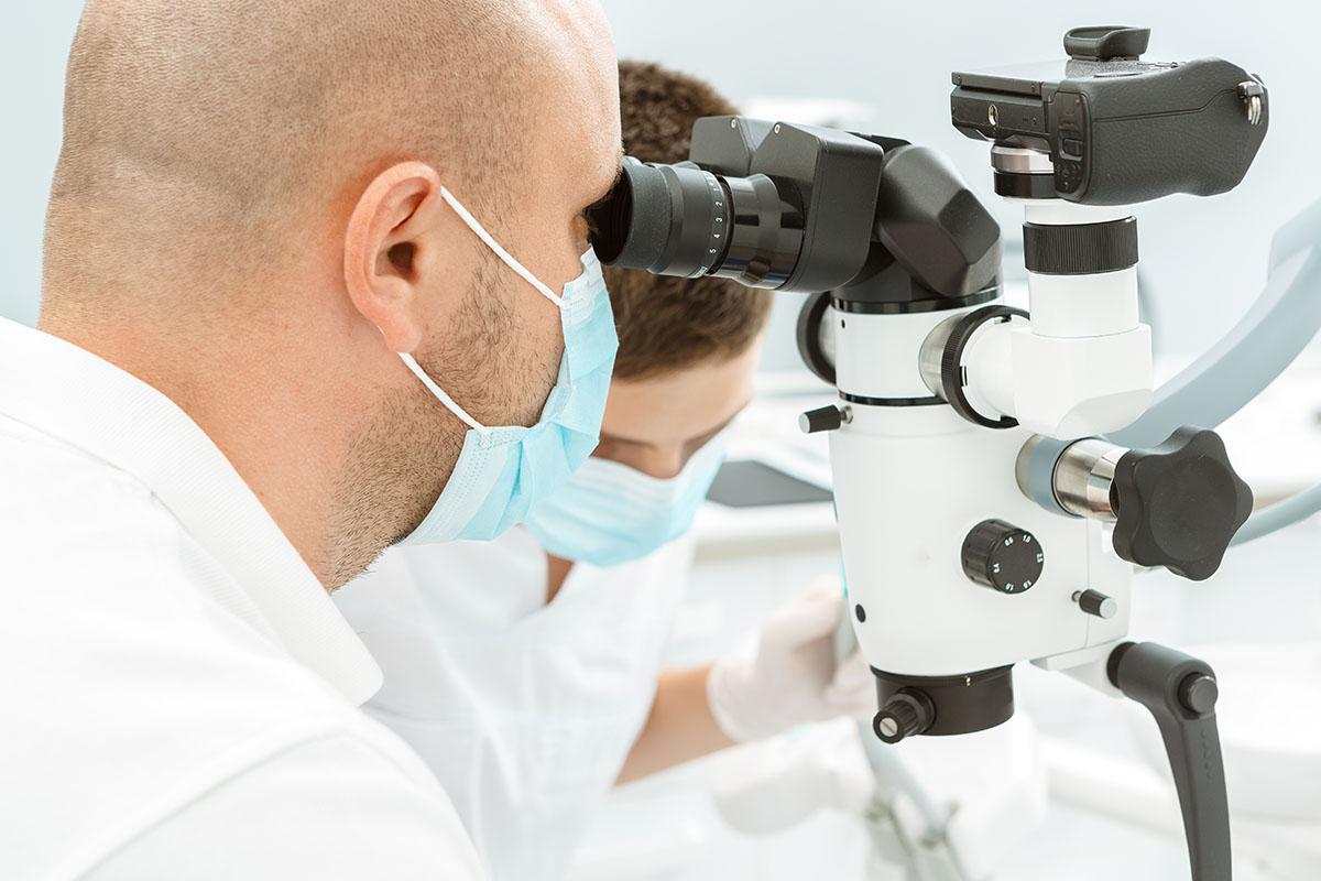 Операция под микроскопом