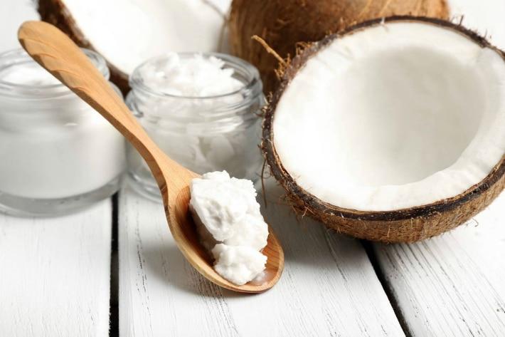 Отбеливанием маслом кокоса