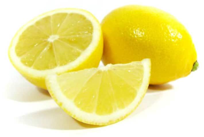 Отбеливание зубов соком лимона