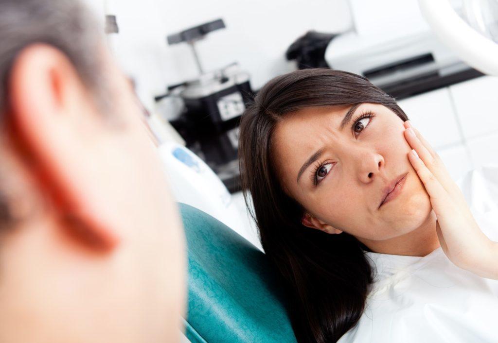 Боль во время и после имплантации зубов