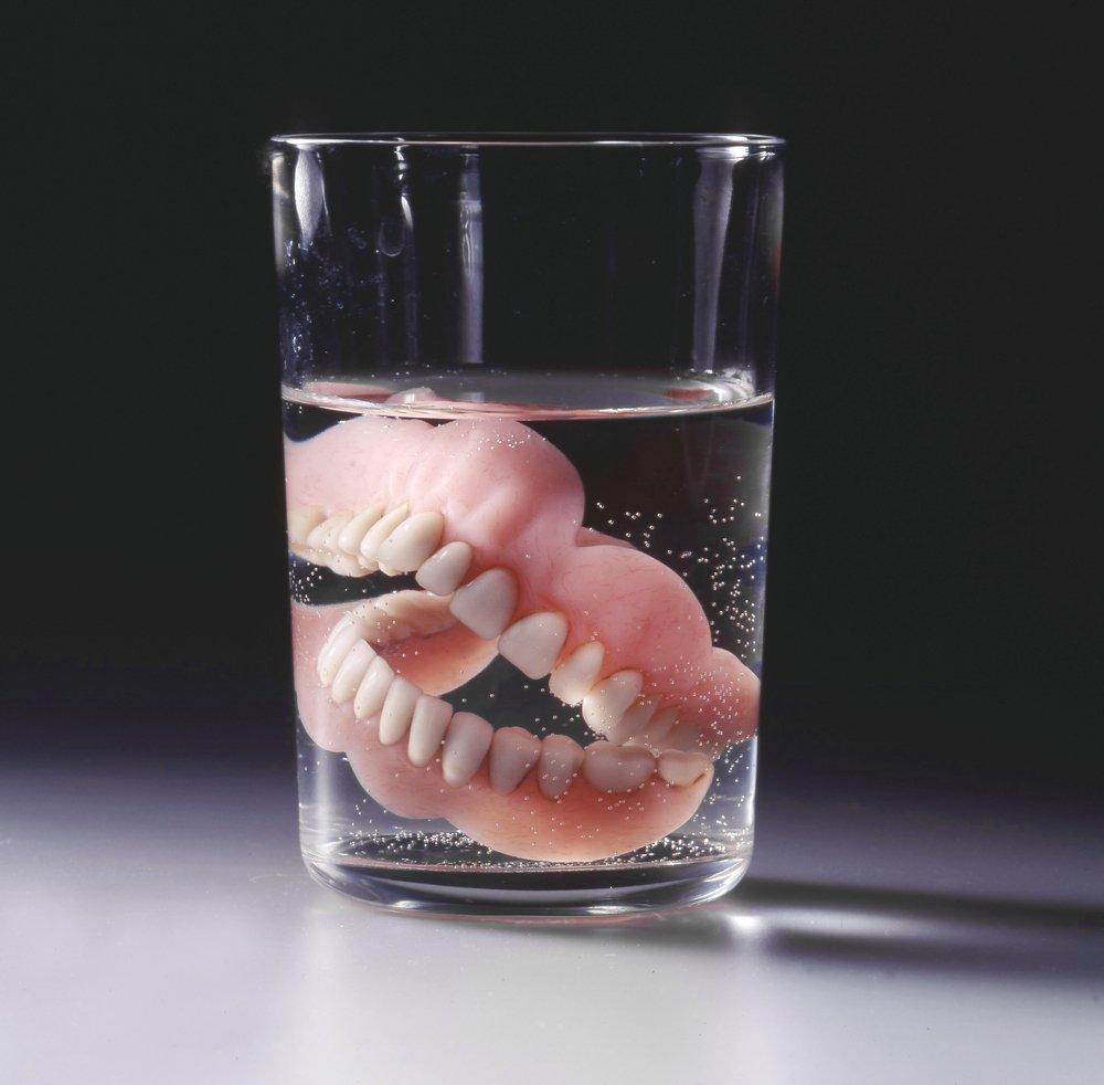Протезы в стакане
