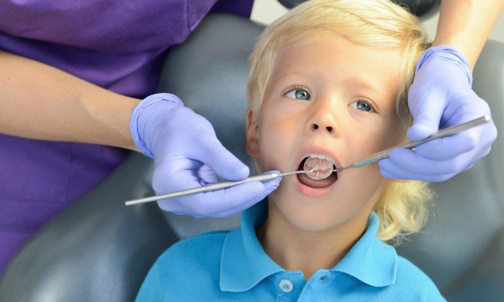 С какого возраста возможна имплантация зубов?