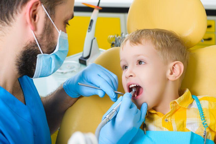 У стоматолога ребенок