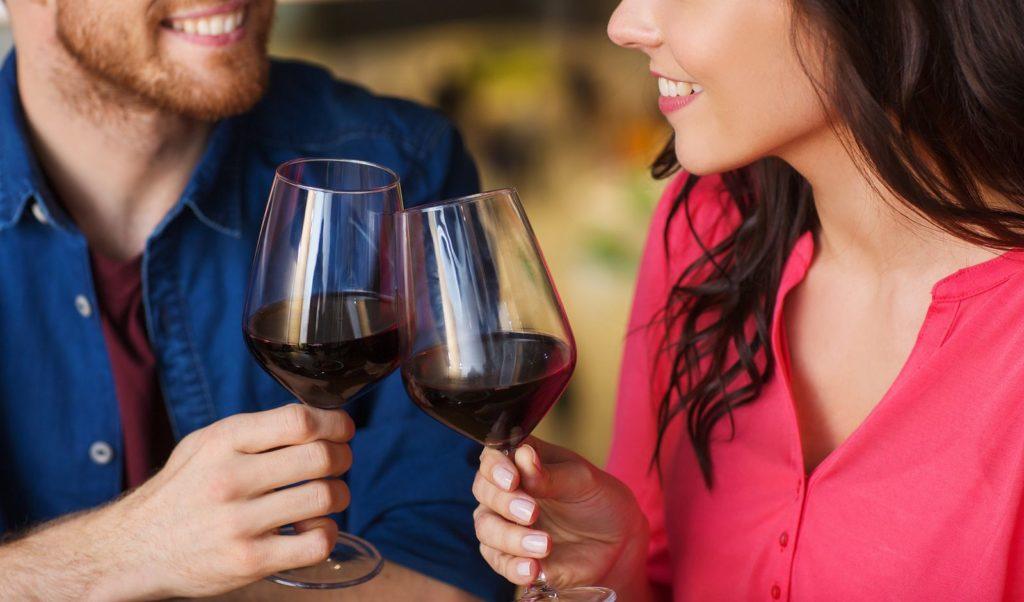 Исследование ученых: вино может быстро повредить зубную эмаль