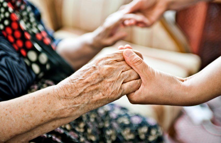 Компенсация пенсионерам на лечение и протезирование зубов в 2020 году