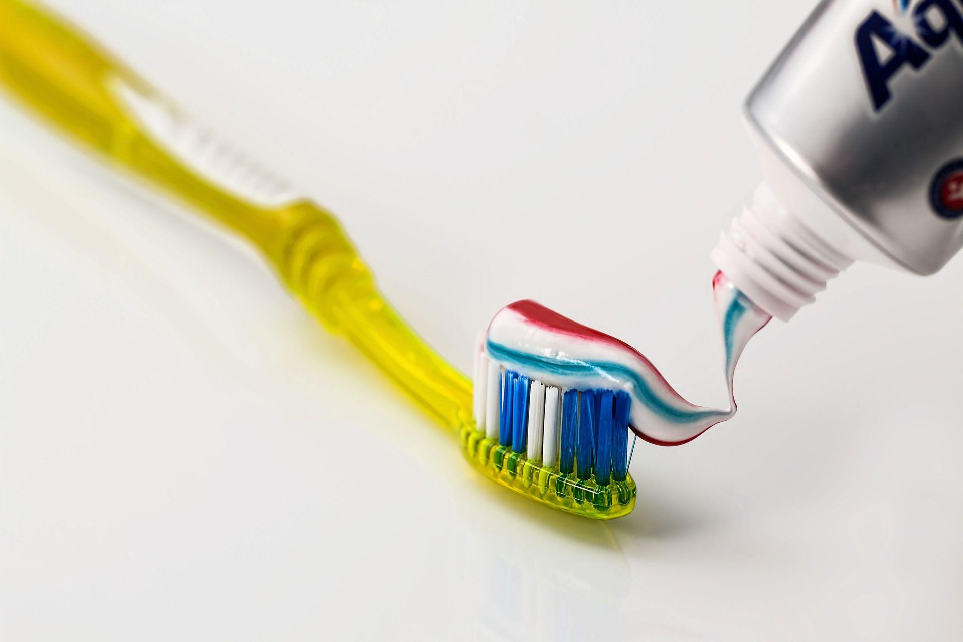 Щетка и зубная паста