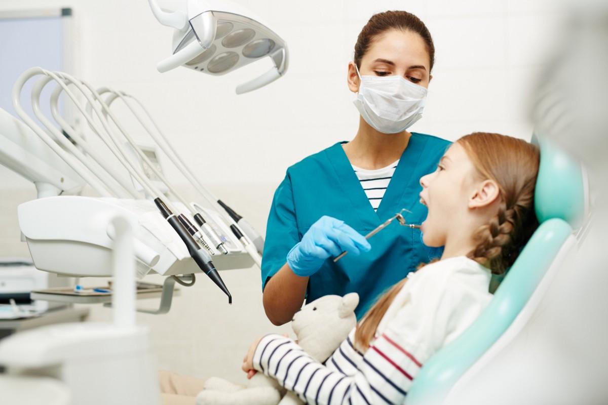 Подросток у стоматолога