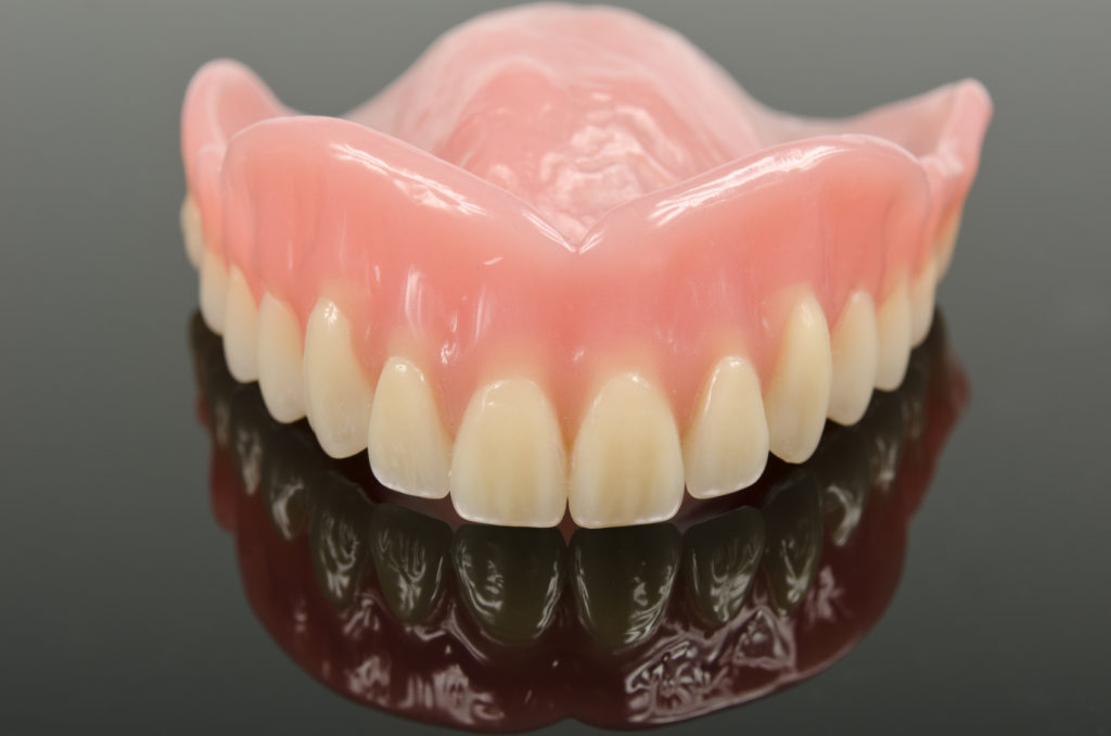 Советы быстрого привыкания к съемным зубным протезам
