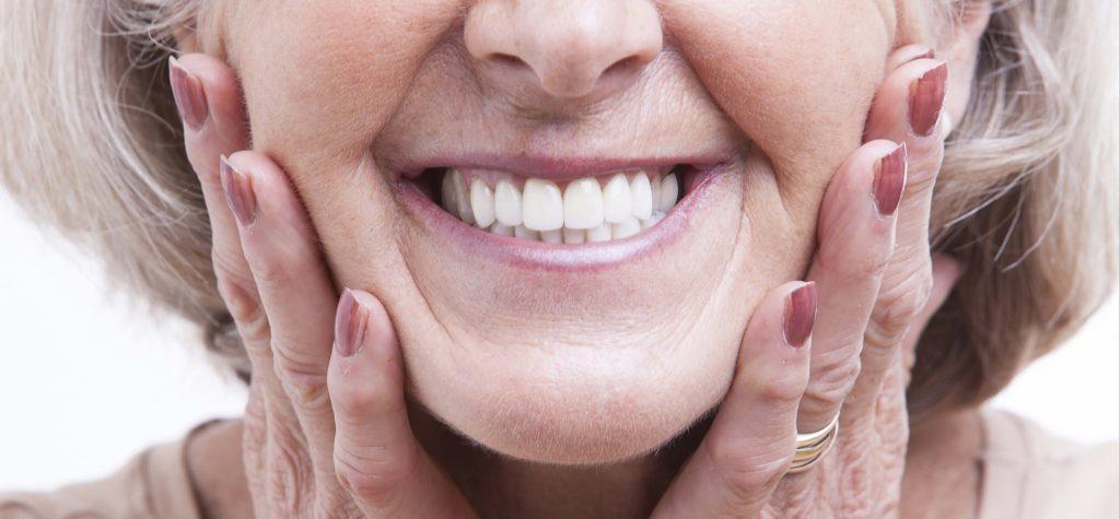 Что нужно знать при имплантации зубов пенсионерам