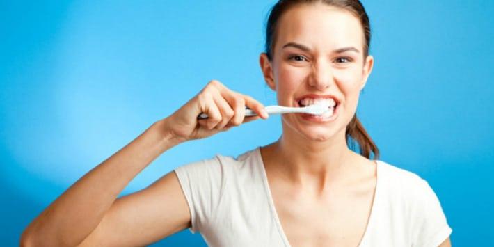 Чистка зубов - важная гигиеническая процедура