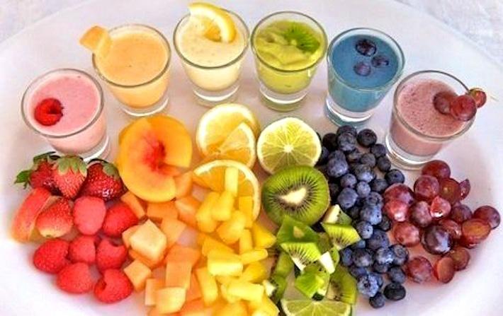 Употребление цветных фруктов и соков после отбеливания