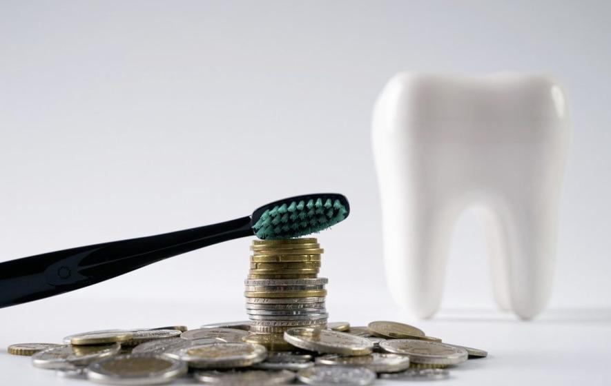 Стоимость лечения клиновидного дефекта зубов в 2019 году