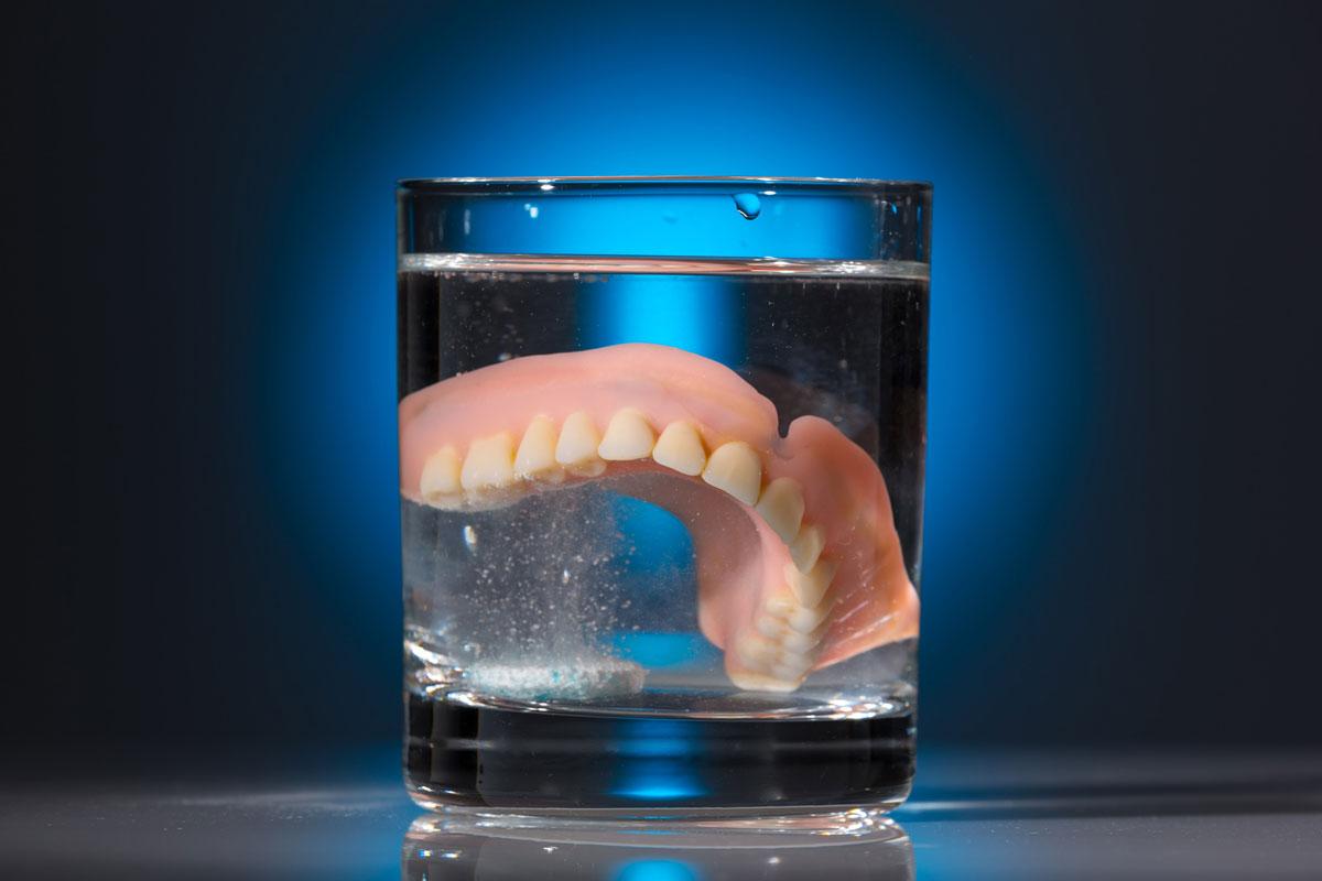 Зубы в стакане